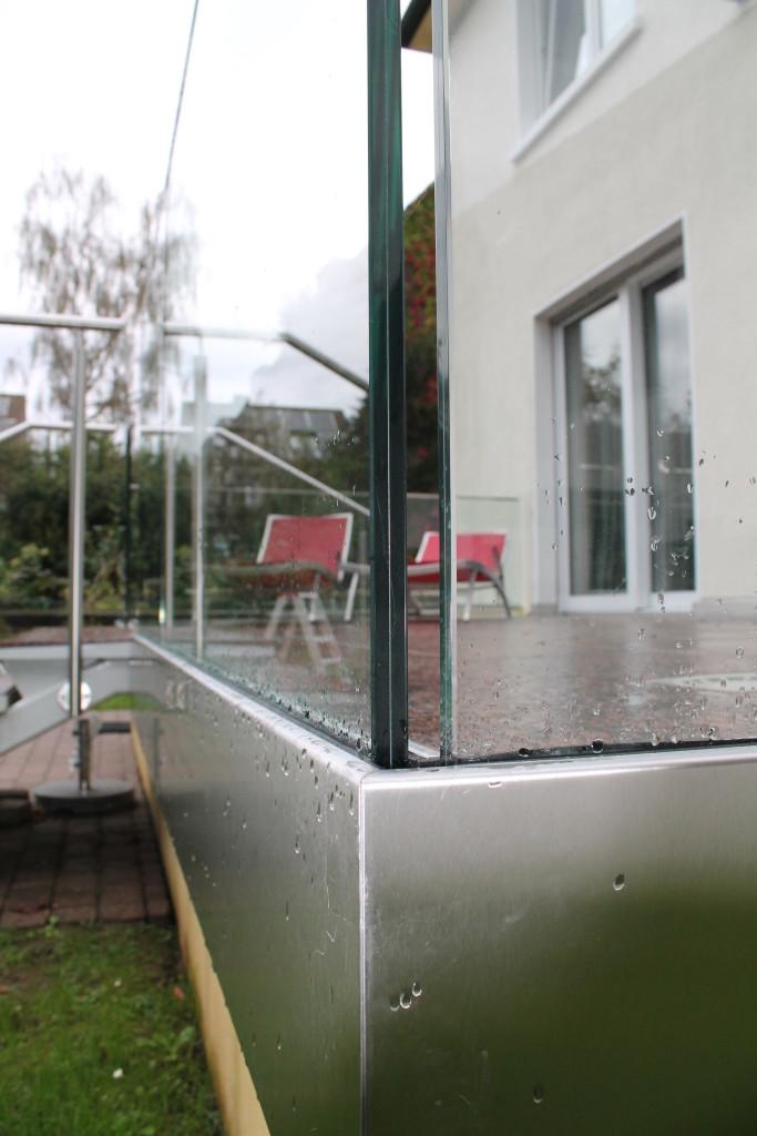 Terrasse mit Ganzglasgeländer und Edelstahlhandlauf 2