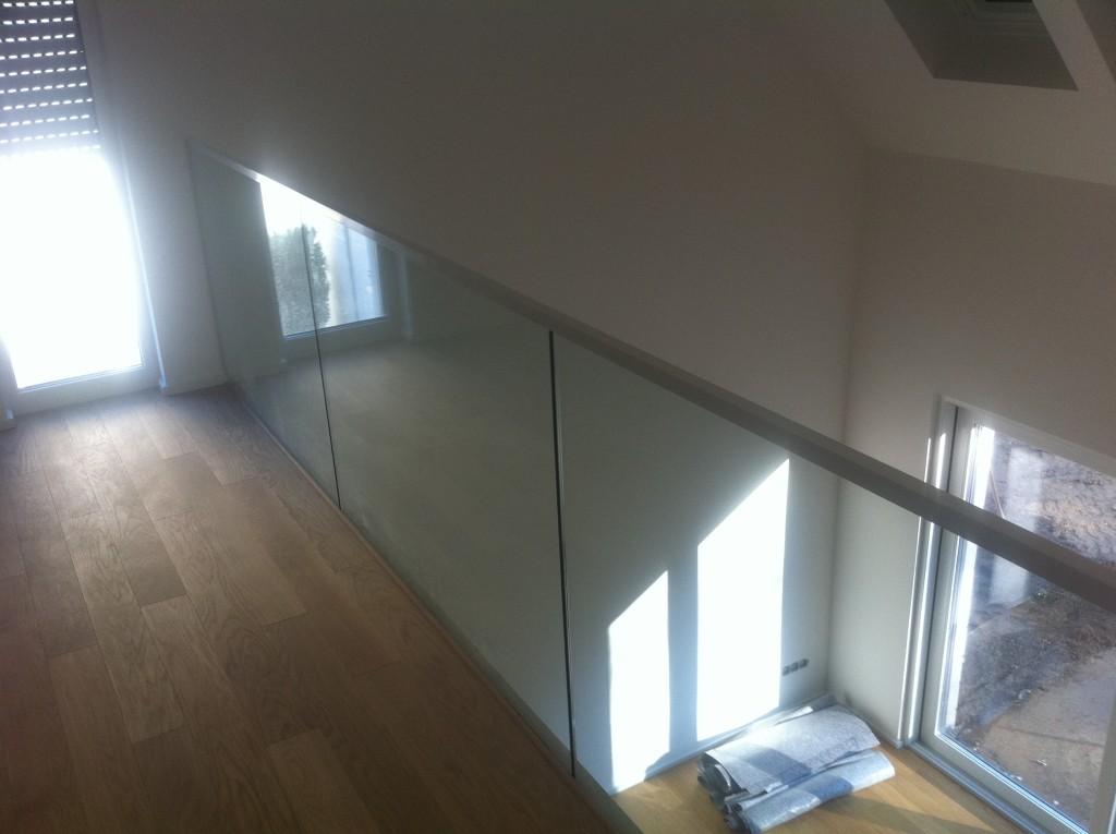 Ganzglasgeländer im Obergeschoss 2