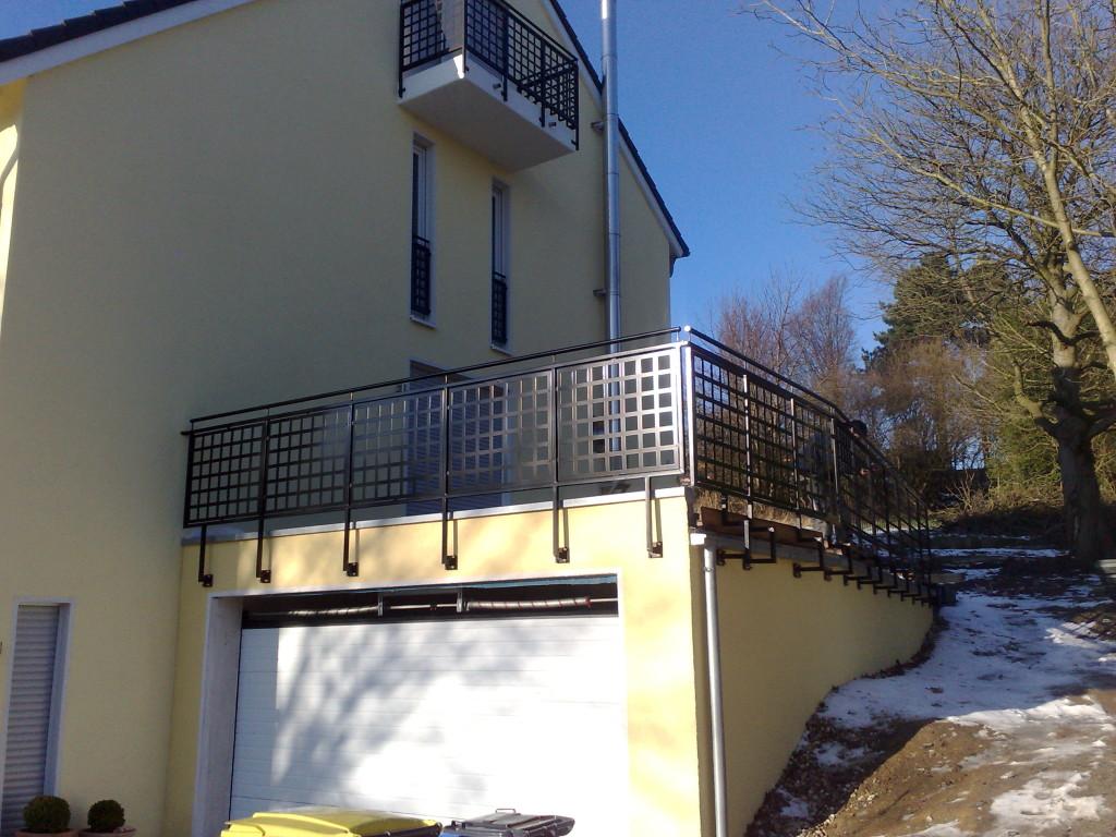 Ensemble aus pulverbeschicheten Balkon- und Terrassengeländern 3