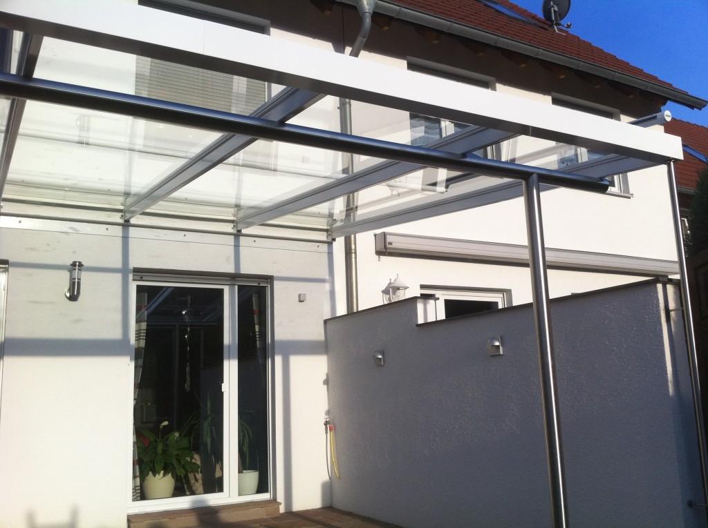 Veranda aus pulverbeschichteten Aluminiumprofilen mit Glasdach 3