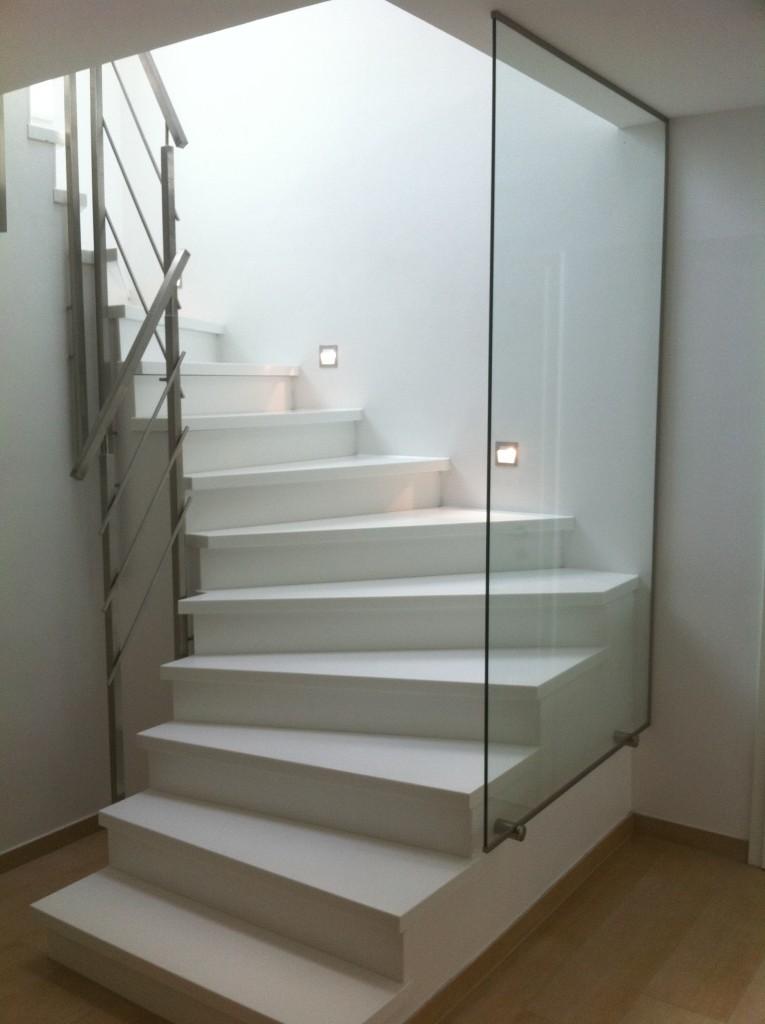 Ganzglasgeländer in Kombination mit einem Edelstahl Treppengeländer 2