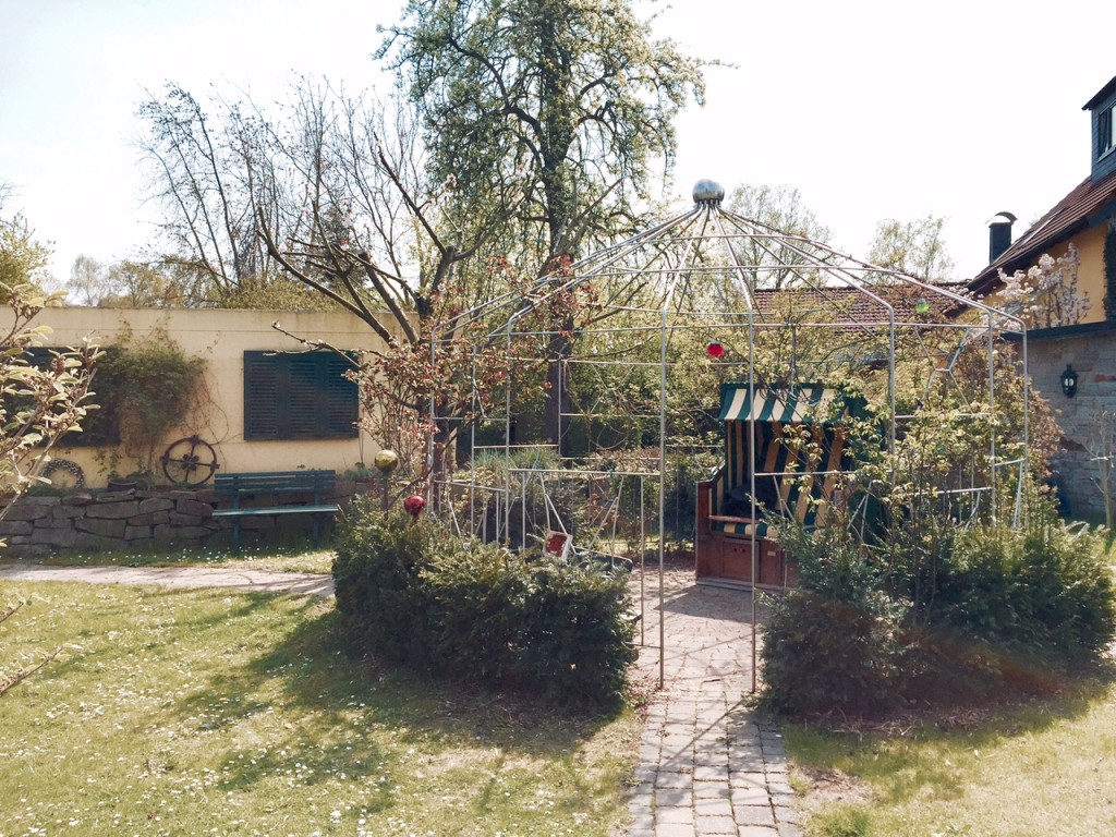 Pavillon aus Edelstahlrohr als Ort der Entspannung