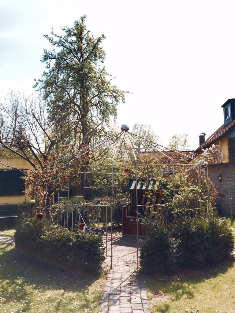 Pavillon aus Edelstahlrohr als Ort der Entspannung 2
