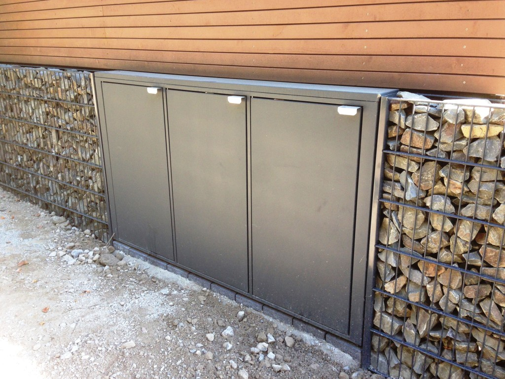Müllboxen aus pulverbeschichtetem Stahl mit beidseitigem Zugang