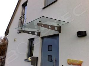 Vordach aus Verbundsicherheitsglas und Edelstahl