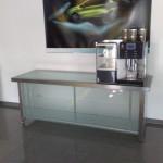 Sideboard aus Edelstahl und Glas