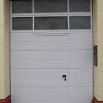 Wärmegedämmtes Garagentor mit Oberlicht und Schlupftür
