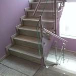 Treppenhausgeländer aus Edelstahl und Glas