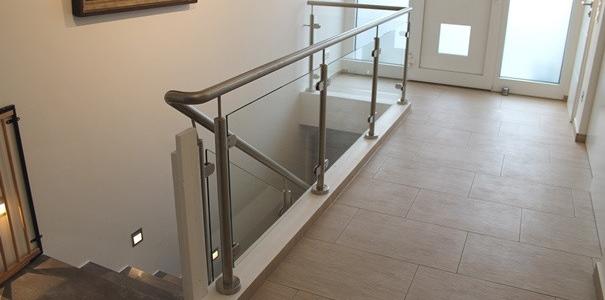 Edelstahl Treppengeländer mit Glasfüllungen