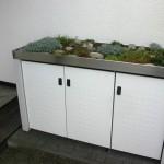 Müllbox aus pulverbeschichtetem Stahl mit Pflanzwanne aus Edelstahl