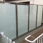 Sichtschutz aus Edelstahl und VSG