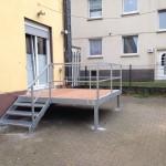 Terrasse aus feuerverzinktem Stahl und Bankirei Holz Belag
